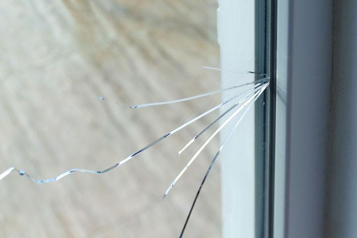 経年劣化による破損には保険を適用できない