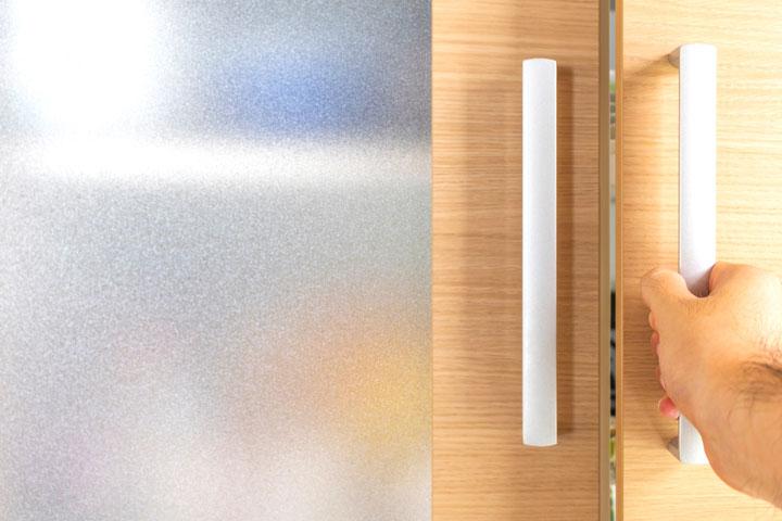 ガラスの厚みによって模様が違う型板ガラス